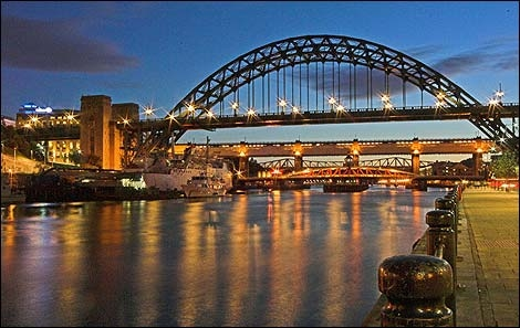 terry_cavner_tyne_bridge_470x297